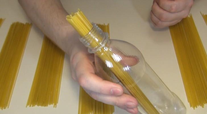Coloque o macarrão em uma garrafa: este truque pode resolver uma questão que essencial para o jantar!