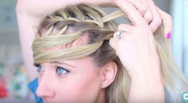 Toglie alcune ciocche di capelli dalla treccia. Quando le reinserisce il risultato è magnifico!