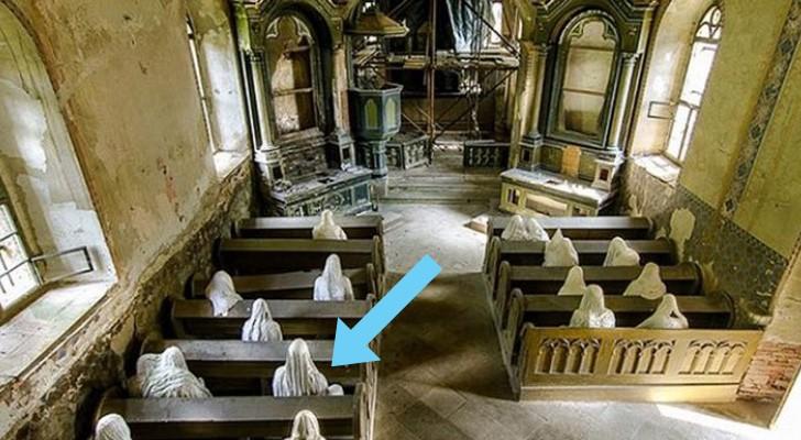 Een Kunstenaar Plaatst Standbeelden In Een Verlaten 14e Eeuwse Kerk. Het Is Angstaanjagend Maar Tegelijkertijd Boeiend