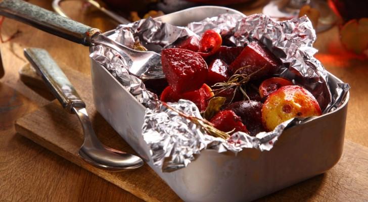 Voilà pourquoi il ne faut PAS cuisiner avec des feuilles d'aluminium