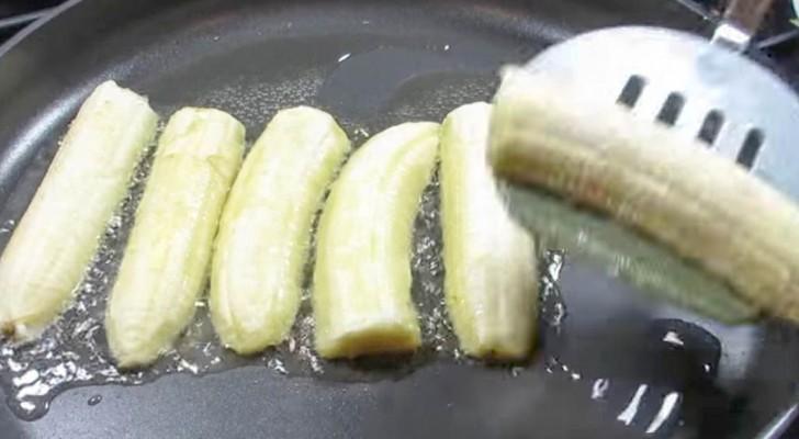 Elle commence à mettre les bananes dans la poêle : mais c'est la touche finale qui va donner une touche de classe !