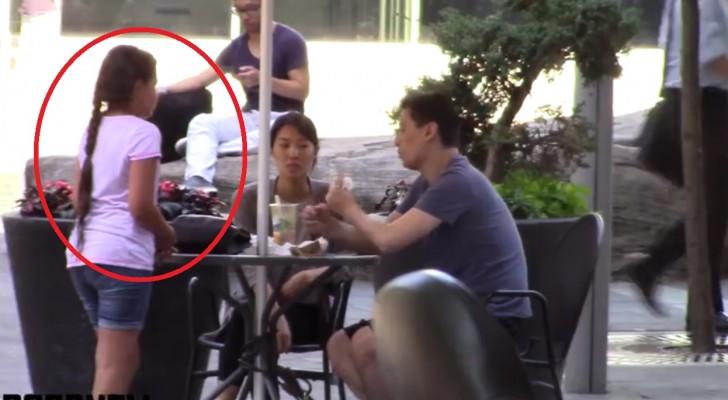 Een klein meisje vraagt voorbijgangers om voedsel: hun reactie zal je verbazen!