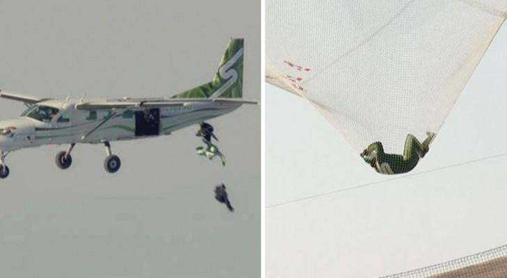 Si lancia per 7000 metri senza paracadute ed atterra su una rete: il video fa venire i brividi