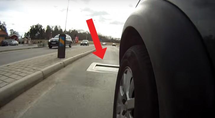 Une voiture va trop vite: regardez ce qui se passe sur la route