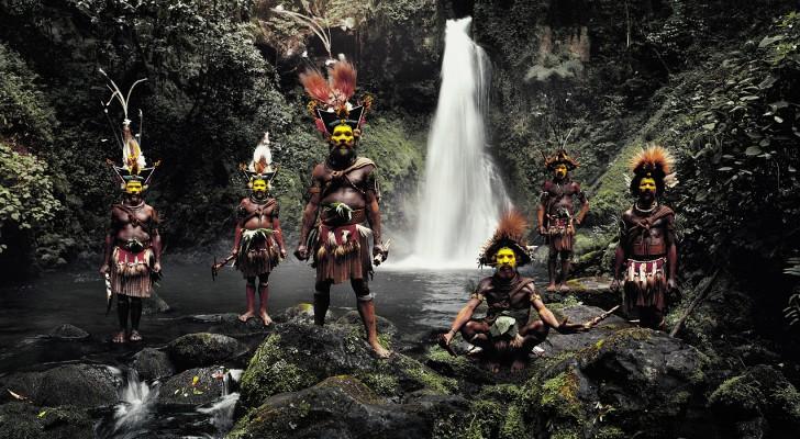 Un photographe va à la recherche des tribus les plus rares du monde... avant qu'elles ne disparaissent complètement
