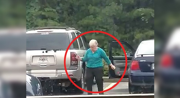 An elderly woman is filmed unknowingly ---- what she does will make you smile!