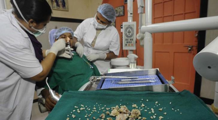 Va in ospedale per un forte dolore ai denti, quello che scoprono i dottori è... da Guinness!