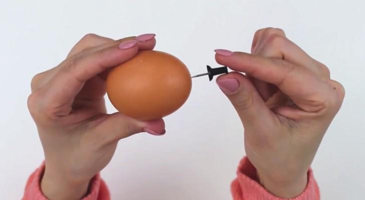 Fora un uovo con una puntina: ecco un trucchetto che vi farà risparmiare tempo