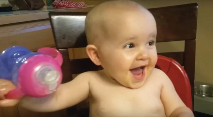Le rire d'une enfant le plus bizarre jamais entendu avant: impossible de rester sérieux!