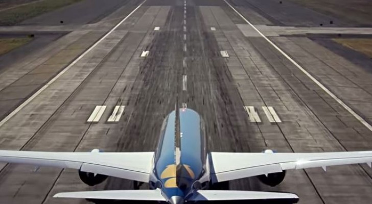 An airliner as agile as a fighter jet --- the takeoff is exhilarating!